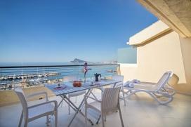 Apartamento moderno y confortable en Altea para 6 personas. El apartamento está situado en una zona costera y residencial, cerca de restaurantes y bares y a 200 m de la playa de Playa El Mascarat. El apartamento tiene 2 dormitorios y 2 cuartos, Altea