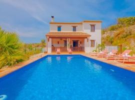 Casa rural grande y graciosa  con piscina privada en Benissa, en la Costa Blanca, España para 8 personas