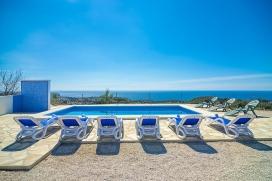 Casa rural grande y confortable en Benissa, Alicante para 6 personas. La casa está situada en una zona costera y rural y a 2 km de la playa de Cala Avocat. La casa tiene 3 dormitorios y 3 cuartos de baño, distribuidos en 2 plantas. El a, Benissa