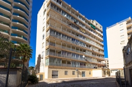 Apartamento en Calpe, Alicante para 4 personas. El apartamento está situado a 100 m de la Playa La Calalga. El apartamento tiene 2 dormitorios y 1 cuarto de baño. La cercanía de la playa, sitios para salir, actividades deportivas, Calpe
