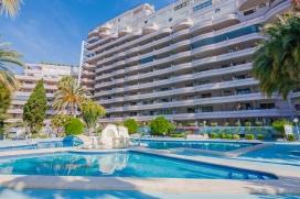 Apartamento bonito y confortable con piscina comunitaria en Calpe, Alicante para 2 personas. El apartamento está situado en una zona playera y urbana, cerca de restaurantes y bares, tiendas y supermercados y a 25 m de la playa de Playa de la F, Calpe