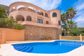 Maravillosa villa con piscina privada en Calpe para 6 personas, para pasar unas vacaciones de maravilla en la provincia de Alicante entre familia o amigos y también con sus mascotas. La villa está situada en una zona residencial, a 1 km, Calpe