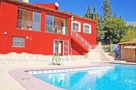 Preciosa villa para alquilar con vistas al mar y piscina privada en Calpe, Costa Blanca, España, para 4 personas. Este amplio chalet está situado en una zona urbanizada en los lugares más bellos de los alrededores, donde podrá dis, Calpe