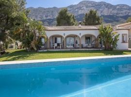 Villa grande y confortable  con piscina privada en Denia, en la Costa Blanca, España para 6 personas