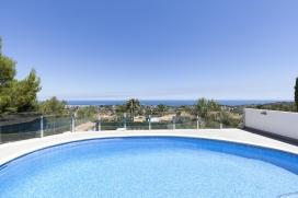 Villa con piscina privada en Denia, Alicante para 6 personas. La villa está situada en una zona residencial y montañosa. La villa tiene 3 dormitorios y 2 cuartos de baño. El alojamiento ofrece privacidad, una piscina bonita y una, Denia