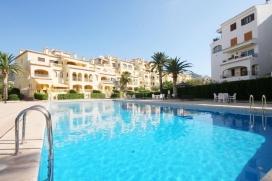 Apartamento bonito y confortable en Jávea, Alicante para 5 personas. El apartamento está situado en una zona playera y urbana, cerca de restaurantes y bares, tiendas y supermercados y a 200 m de la playa. El apartamento tiene 3 dormitor, Javea
