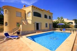 Villa maravillosa y romántica  con piscina privada en Jávea, Alicante para 4 personas.  La villa está situada  en una  zona residencial.  La villa tiene 2 dormitorios y 1 cuarto de baño.  El alojamiento ofrece mucha privacidad, un, Javea