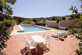 Villa preciosa y romántica con piscina privada en Jávea, Alicante para 6 personas. La villa está situada en una zona costera y residencial y a 3 km de la playa del Arenal. La villa tiene 3 dormitorios y 2 cuartos de baño. , Javea