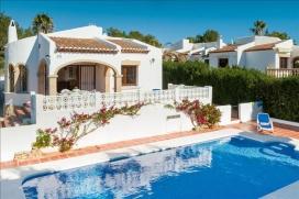 Villa bonita y confortable en Jávea, Alicante  con piscina privada para 8 personas.  La villa e, Javea