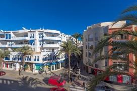 Apartamento en Moraira, en la Costa Blanca, España para 6 personas. El apartamento está situado cerca de restaurantes y bares, tiendas y supermercados y a 100 m de la playa de Ampolla. El apartamento tiene 3 dormitorios y 2 cuartos de b, Moraira