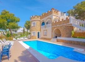 Villa clásica y graciosa en Moraira, en la Costa Blanca, España  con piscina privada para 4 personas