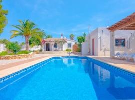Villa  con piscina privada en Moraira, en la Costa Blanca, España para 4 personas
