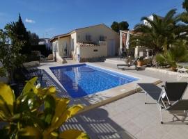 Villa maravillosa y confortable en Moraira, en la Costa Blanca, España  con piscina privada para 4 personas