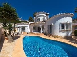 Villa en Moraira, en la Costa Blanca, España  con piscina privada para 4 personas