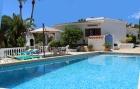 Villa Calma,Villa bonita y clásica  con piscina privada en Moraira, en la Costa Blanca, España para 6 personas...