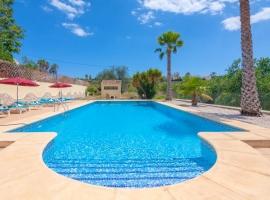 Casa rural rústica y clásica  con piscina privada en Teulada, en la Costa Blanca, España para 6 personas