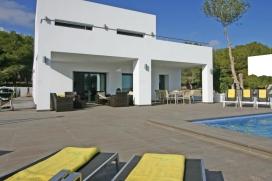 Nouvelle Villa - moderne et confortable - à Moraira, Costa Blanca, Espagne avec piscine privée pour 6 personnes.La villa a une surface habitable de 240m2, terrasses 90m2, 800m2 parcelle totalement clôturée, son style modern, Moraira