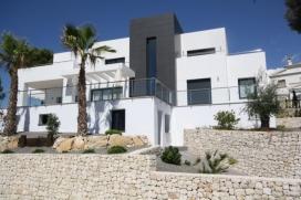 Grande villa comfortable  avec piscine privée à Moraira, sur la Costa Blanca, Espagne pour 6 personnes.  La villa est située  dans une  région résidentielle, près de restaurants et bars et d'un court de tennis,  à 3, Moraira
