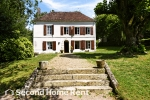 Large and comfortable holiday home in Treigny, Burgundy, France with private pool for 20 persons. The holiday home is situated in a hilly, rural and wooded area. The holiday home with guesthouse, has 6 bedrooms, 4 bathrooms and 3 guest toilets, spread over 3 levels. The accommodation offers privacy, a wonderful lawned garden with gravel and trees and a wonderful pool. The vicinity of sports activities, sights and culture makes this a fine holiday home to celebrate your holidays with family or friends and even your pets.Interior of this holiday home, Treigny
