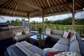 Large and luxury villa in Canggu, Bali, Indonesia  with private pool for 4 persons.  The villa is situated  in a  rural area, close to restaurants and bars, shops, supermarkets and a tennis court,  at 1 km from Batubelig beach and  at 1 km from Batub, Canggu