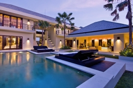 This beautiful luxury holiday villa is located in popular Canggu between magnificent green rice paddies. The villa offers a lovely modern Balinese atmosphere, on a minute walking distance from the prestigious Canggu Club, Canggu Deli supermarket for , Canggu