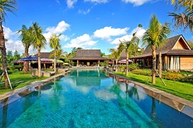 Beautiful and luxury villa in Umalas, Bali, Indonesia  with private pool for 8 persons.  The villa is situated  in a  residential area, close to restaurants and bars,  at 3 km from Batu Belig beach and  at 3 km from Seminyak.  The villa has 4 bedroom, Umalas