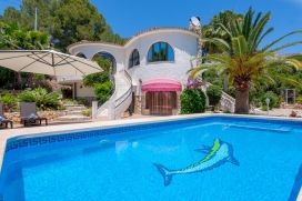 Romantic villa with private pool in Altea, Spain for 2 persons and with pets admission, for your summer holidays on the Costa Blanca. The villa is situated in a hilly, wooded and urban beach area and at 4 km from altea. The accommodation offers views, Altea