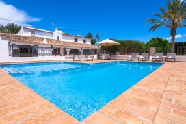 Rustic and classic country house in Benissa, on the Costa Blanca, Spain with private pool for 12 persons. The villa is situated in a hilly and rural area. The villa has 6 bedrooms, 8 bathrooms and 1 guest toilet, spread over 3 levels. The accommodati, Benissa