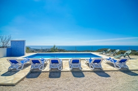 Large and comfortable villa in Benissa, on the Costa Blanca, Spain for 12 persons. The villa is situated in a mountainous beach area and at 2 km from El advocat beach. The villa has 6 bedrooms and 3 bathrooms, spread over 2 levels. The accommodation , Benissa