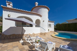 Villa for rent with private pool in Benissa, Costa Blanca, Spain for a maximum of 2 persons.This holiday home is situated  in a  hilly and residential area and  at 1 km from La fustera beach. .Its comfort and the vicinity of the beach, places to shop, Benissa
