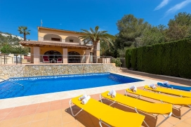 Comfortable villa with private pool in Benissa for 8 persons, for some pleasant holidays in Spain with family, friends and also your pets.The holiday home is situated in a wooded and residential area. The holiday home has 4 bedrooms and 3 bathr, Benissa