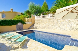 Holiday home in Benissa, on the Costa Blanca, Spain  with private pool for 4 persons.  The holiday home is situated  in a  residential area, close to restaurants and bars and shops and  at 1 km from Playa Abogat beach.  The holiday home has 2 bedroom, Benissa