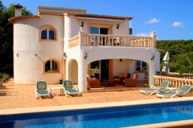 Comfortable holiday home    for rent with private pool in Benissa, Costa Blanca, Spain for a maximum of 2 persons.This holiday home is situated  in a  wooded and residential area and  at 2 km from FUSTERA beach. The accommodation has privacy, a garde, Benissa