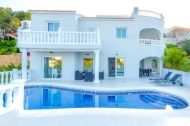 Wonderful and comfortable holiday home with private pool in Benissa, on the Costa Blanca, Spain for 8 persons. The holiday home is situated in a residential area. The holiday home has 1 bedroom, 3 bathrooms and 1 guest toilet, spread over 3 levels. The vicinity of the beach makes this a fine holiday home to celebrate your holidays with family or friends. Interior of this holiday home, Benissa