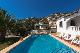 Beautiful and comfortable villa with private pool in Benissa for 6 persons, for some pleasant holidays on the Costa Blanca with family, friends and also your pets. The villa is situated in a wooded, urban and mountainous beach area, at 2 km from Play, Benissa