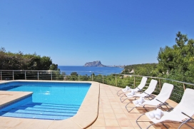 Beautiful and cheerful villa in Benissa, on the Costa Blanca, Spain with private pool for 8 persons. The villa is situated in a hilly beach area, close to restaurants and bars, shops and supermarkets, at 500 m from the beach and at 3 km from Moraira., Benissa