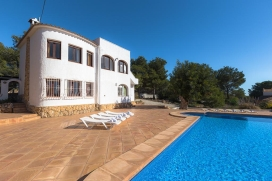 Comfortable villa with private pool in Benissa for 4 persons, for some pleasant holidays in Spain with family, friends and also your pets. The villa is situated in a hilly, wooded and urban beach area, at 1 km from Playa fustera beach, at 5 km from c, Benissa