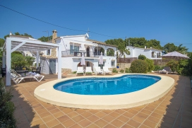 Cheerful villa with private pool in Benissa, Spain for 4 persons, for your summer holidays on the Costa Blanca with family or friends. The villa is situated in a coastal and residential area, close to restaurants and bars and supermarkets, at 500 m f, Benissa