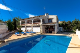 Villa in Benissa, on the Costa Blanca, Spain with private pool for 6 persons. The villa is situated in a residential area, close to restaurants and bars and supermarkets and at 100 m from La Fustera beach. The villa has 3 bedrooms and 2 bathrooms. Th, Benissa