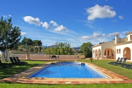 Large and comfortable villa in Benissa, Costa Blanca, Spain with private pool, for a maximum of 4 persons.This villa is situated in a rural area and close to restaurants and bars, shops and supermarkets. The accommodation has a lot of privacy, a lawn, Benissa