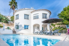 Modern and comfortable villa with private pool in Benitachell for 6 persons, for a nice holiday in Spain with family or friends. The villa is situated in a coastal, hilly and residential area, at 3 km from Cala Moraig beach and at 10 km from Moraira., Benitachell