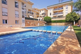 Apartment in Calpe, on the Costa Blanca, Spain with communal pool for 6 persons. The apartment is situated in a hilly and residential area, close to shops and supermarkets and at 500 m from Playa Arena-Bol beach. The apartment has 3 bedrooms and 2 ba, Calpe