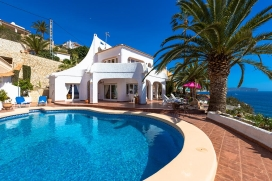 Beautiful and cheerful holiday home with private pool in Calpe, on the Costa Blanca, Spain for 4 persons. The holiday home is situated in a residential area, close to restaurants and bars and at 500 m from La Fustera beach. The holiday home has 2 bed, Calpe