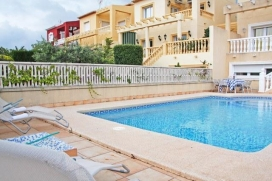 Comfortable villa with private pool, in Calpe, Costa Blanca, Spain for a maximum of 14 persons.This villa is situated in a residential area and at 2 km from Playa Arenal Bol beach. The accommodation has privacy and a garden with trees.Its comfort and, Calpe