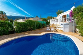 Villa with private pool in Calpe, on the Costa Blanca, Spain for 2 persons. The villa is situated in a coastal, hilly and residential area and at 2 km from Puerto Blanco beach. The accommodation offers privacy, a garden with trees, a beautiful pool a, Calpe