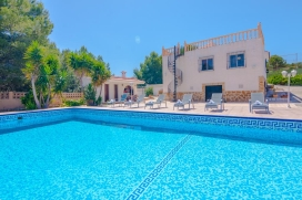 Villa in Calpe, on the Costa Blanca, Spain with private pool for 10 persons. The villa is situated in a hilly beach area, at 4 km from Playa Arenal beach and at 4 km from CALPE. The villa has 5 bedrooms and 3 bathrooms. The accommodation offers a lot, Calpe