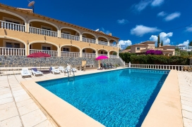 Large and comfortable villa with private pool in Calpe, on the Costa Blanca, Spain for 18 persons. The villa is situated in a hilly and residential area and at 2 km from Playa de Levante beach. The villa has 9 bedrooms, 4 bathrooms and 2 guest toilet, Calpe