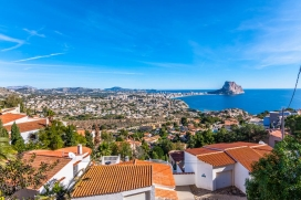Romantic villa with private pool in Calpe for 2 persons and with pets admission, for your summer holidays in Spain. The villa is situated in a residential area, at 1 km from Cala Les Urques beach and at 1 km from Mediterraneo. The accommodation offer, Calpe