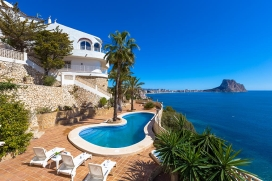 Large villa with private pool in Calpe, on the Costa Blanca, Spain for 10 persons. The villa is situated close to restaurants and bars and supermarkets, at 500 m from Puerto Blanco beach and at 0,5 km from Mediterraneo. The villa has 6 bedrooms and 5, Calpe