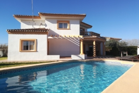 Exceptional villa in Denia with 4 bedrooms with capacity for 8 persons. At only 245m., Denia